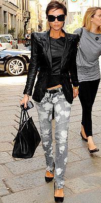 Victoria Beckham'ın ceketi ve pantolonu Balmain.