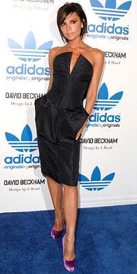 Bu resimde Beckham'ın üzerindeki marka Brian Atwood