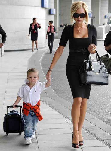 Beckham Giambatista Valli çantasıyla.