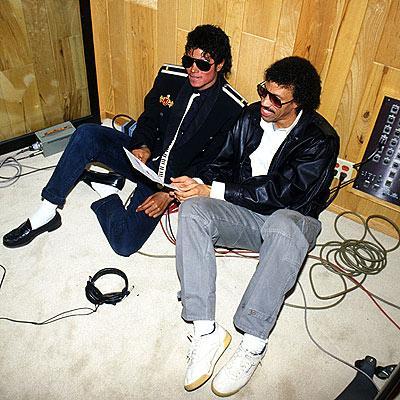 Askeri moda akımının öncüsü ve yaratıcısı Michael Jackson, aynı zamanda bu tarzın en başarılı uygulayıcısıydı da...