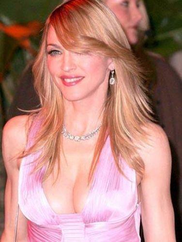 """Yiyeceklerle ilgili tercihlerini de şöyle açıklıyor Madonna """"Restoranlarda yemek yemem. Çünkü bu yiyeceklerin içinde ne olduğunu asla bilemezsiniz:"""""""