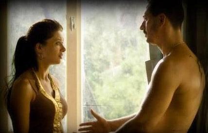 """Murat Han: İlk sevişme sahnemdi zorlandım  Vicdan filminde Nurgül Yeşilçay ile sevişme sahnesinde rol alan genç aktör """"Bu benim ilk sevişme sahnemdi, zorlandım"""" diye itirafta bulunmuştu."""