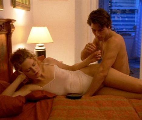 """Tom Cruise ile evli olduğu dönemde Gözler Tamamen Kapalı filmindeki cesur sahnelerde de rol alan Kidman """"Filmlerimde soyunmak hoşuma gidiyor"""" itirafında bulunmuştu."""