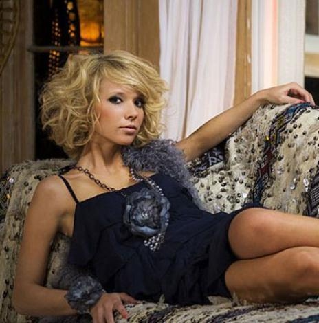 Rus garson Katerina Ivanovna, babası yaşındaki Rolling Stones üyesi Ronnie Wood ile çok konşulan bir ilişki yaşamıştı.