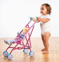 3. Çocuğum 2 yaşına geldi artık bezi bırakmalı!  2 yaş, çiş eğitimi vermek için başlangıç dönemidir. Ama çocuk bu konuda asla zorlanmamalı, altına kaçırdığı için ona kızılmamalı. Onu sık sık tuvalete tutarak eğitime devam edebilirsiniz. Unutmayın baskı uygulayarak çocuğunuzu bezden vazgeçiremezsiniz. Önemli olan bez bırakma dönemini bir travma olarak yaşamadan atlatmasıdır. Bu da sizin düzgün, sakin, sabırlı eğitiminizle olacaktır.  4. Gürbüz çocuk sağlıklı olur! Gürbüz çocuk, sağlıklı çocuk değildir! Dengeli beslenen çocuk, zayıf da olsa sağlıklı kabul edilir. Çocuğunuzu asla yemek yeme konusunda zorlamayın, yemediği zaman beslenmeyi sonlandırın. Dediğimiz gibi sağlıklı olmanın ölçütü tombiş yanaklar değil! Siz onu sağlıklı ve dengeli besleyin yeter. Farklı besin çeşitlerinden tattırın. Doktorunuz zaten size gelişiminin ne durumda olduğunu, tartı kilosunu, boyunu söyleyecektir.