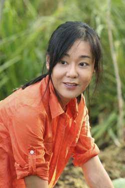 1973 doğumlu Güney Kore'li aktris Kim, 2004 yılından beri yayınlanan Lost adlı dizideki 'Sun Kwan' rolüyle tanınıyor