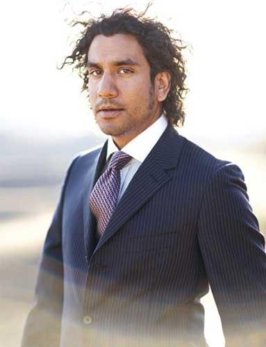 Naveen Andrews  Andrews, 1969 doğumlu Hint asıllı İngiliz oyuncu. Lost'da 'Sayid Jarrah' karakteriyle dikkat çekiyor
