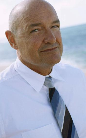 Emmy ödülü sahibi Amerikalı aktör John Locke karakteriyle beğeni topluyor.