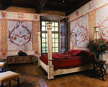 Chateau de Bagnols - Fransa  Seigneurs d'Albon adlı oda otelin en romantik odası... Dillere destan küveti, romantik şöminesi ile asla tek başına kalınmaması gereken bir mekan... Rüya gibi bir gece için ortalama 540 euro ödenmesi gerekiyor.