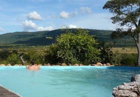 Beho Beho Resort - Tanzanya  Tam bir Afrika rüyası.. Bu oteldeki Banda (kulübe) Nr. 5 dev cennet yatağıyla, büyüleyici kanepesi ve antika mobilyalarıyla bir insanı içine adeta hapsediyor... Vahşi orman manzaralı otelin fiyatı da biraz vahşi: Bir gece 640 Euro.
