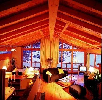 Coeur des Alpes - İsviçre  Şimdi Hint Okyanusu'ndan doğru Alpler'e uzanıyoruz: İsviçre Zermatt'daki bu otel, tıpkı adı gibi Alplerin tam kalbinde! 8 No.lu odanın dağ manzarası ise anlatılabilecek gibi değil! Vaktiniz olursa yattığınız yerden yıldızları sayabileceksiniz... Isıtmalı özel yorganlar ve odalara servis edilen sıcak şaraplar ise mutluluğu doruğa çıkarıyor. Gecelik fiyatı ise 138 Euro'dan başlıyor.