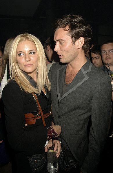 Jude Law - Sienna Miller  Üç yıl ayrı kaldıktan sonra 2009 yılının son aylarında tekrar biraraya gelen Jude Law-Sienna Miller çifti, şu sıralar hayatlarının en mutlu günlerini yaşıyorlar. Daha önce aldattığı için Sienna tarafından terk edilen law, bu sefer oldukça temkinli davranıyor.
