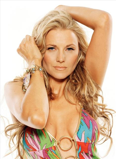Lucy Lawless - 15
