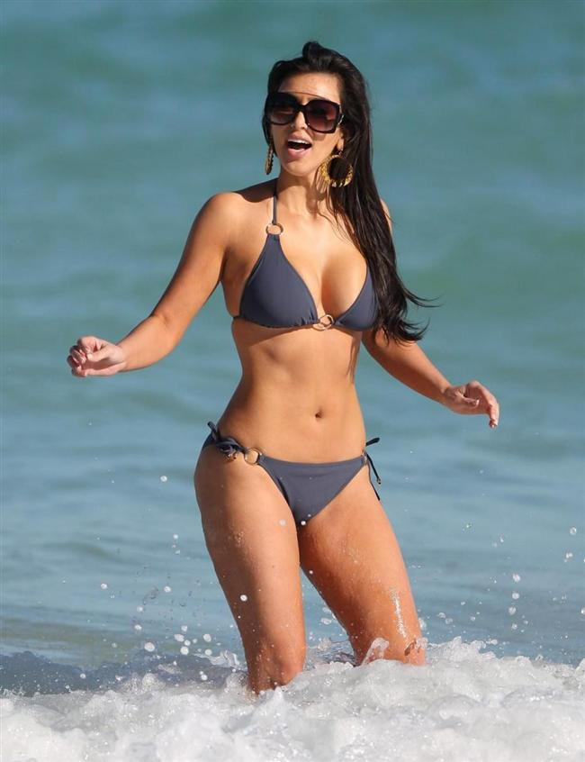 Ünlü TV yıldızı Kim Kardashian, her akşam uyumadan önce 250 mekik çekerek formunu koruyor ve bunu herkese tavsiye ediyor.