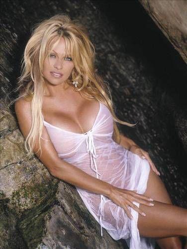 Pamela Anderson Üç kez evlendi bir kez nişanlandı.