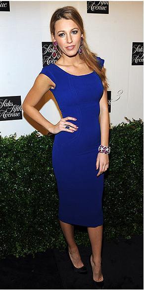 Elbise: Victoria Beckham Küpeler: Lorraine Schwartz  Ayakkabılar: Christian Louboutin