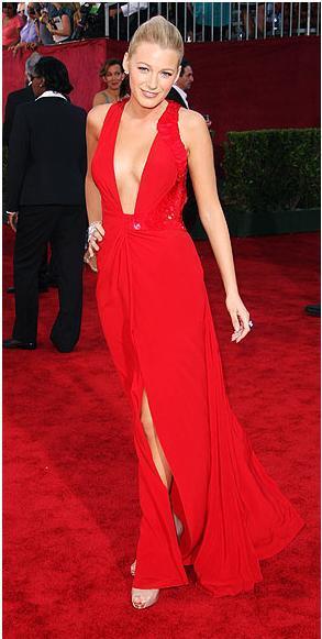 Elbise: Versace Ayakkabılar: Christian Louboutin Mücevherler: Lorraine Schwartz