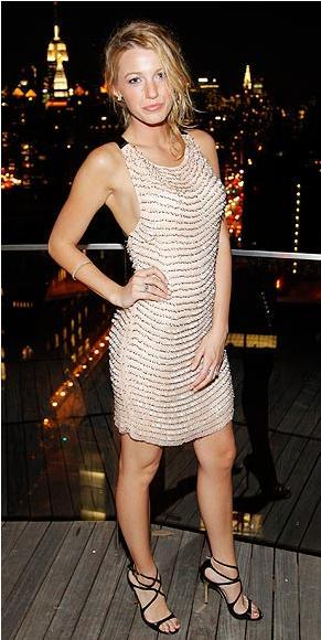 Elbise: Kate Moss for Topshop Mücevherler: Tiffany&Co Sandaletler: Tiffany&Co