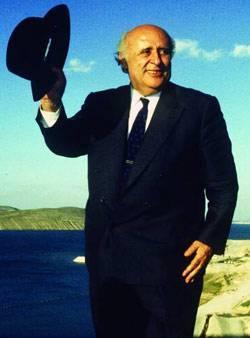"""SÜLEYMAN DEMİREL  """"Ege bir Yunan gölü deeldir, Ege bir Türk gölü de deeldir. Binaenaleyh Ege bir göl deeldir."""""""