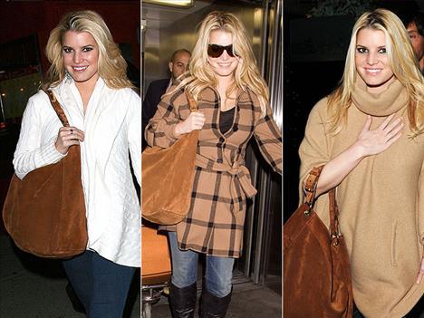 Giysilerine biraz western tarzı eklemek isteyen Jessica Simpson, Ralph Lauren hobo çantasını neredeyse sürekli yanında taşıyor.
