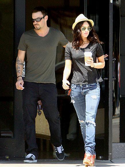 Megan Fox'un en çok sevdiği aksesuarları; fötr şapkası ve aviator güneş gözlükleri...