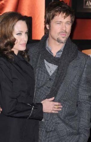Jolie Pitt'i bebeklerin dadısına masaj yaptırırken yakalamıştı. evi terk ettiği ileri sürülmüştü.