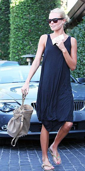 Torba gibi çantalar Yeni bir çantasız bahar neye benzerdi? Her sezon olduğu gibi bu sezon da çantaları büyük bir heyecanla karşıladık. Ama hem güzel görüntüsünden hem de çok kullanışlı olmasından dolayı Kate Bosworth'un elindeki bu çantalardan epeyi göreceğimize eminiz.