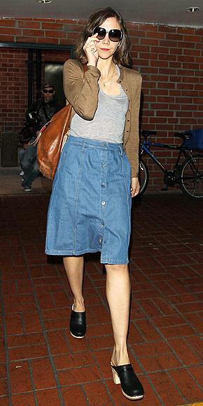 Modern sabolar Sabo terliklerini hepimiz hatırlıyoruz büyük ihtimalle… İşte bu sezonun kilit trendlerinden biri de yazlık sabo ayakkabı ve terlikler. Giyimi çok rahat olan bu terlikleri herkesten önce Maggie Gyllenhall keşfetmiş.