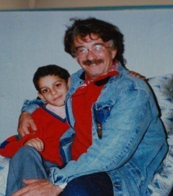 DAĞHAN KÜLEGEÇ  Dedesinin kucağında oturan bu çocuk Kavak Yelleri'nin Efe'si Dağhan Külegeç...