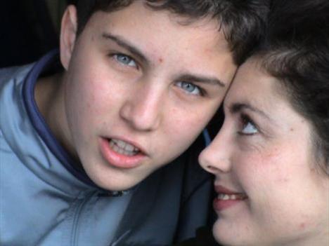NİLÜFER AÇIKALIN  Oyuncu Nilüfer Açıkalın'ın profilinde oğlu Tunç Oğuz ile çekildiği fotoğrafı yer alıyor.