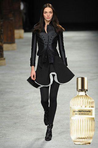 Stiliniz: Feminen & Elegan  Bu sezonun romantik havası sizi çekiyorsa, bu parfümün içindeki Ambrette tohumlarının verdiği pudramsı etkiye bayılacaksınız.   Givenchy, Eaudemoiselle parfüm