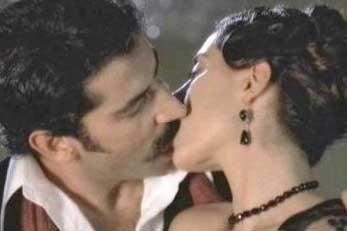 Daha önce Son Osmanlı- Yandım Ali dizisinde oynayan ikili bazı çevreler tarafından da birbirine yakıştırılıyordu.