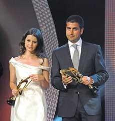 Daha sonra Beren Saat'in dizinin yapımcısı Kerem Çatay ile birlikte olduğu iddiaları ortaya atıldı.İkili Altın Kelebek törenine de birlikte katılmıştı.