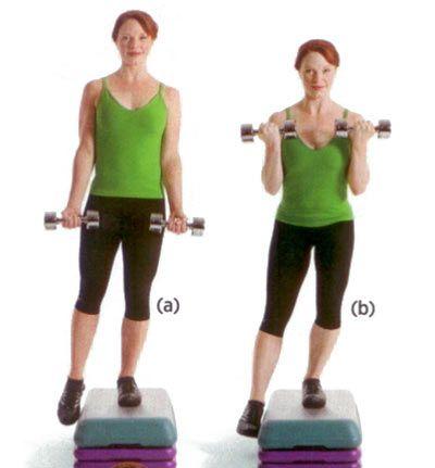 Kol ve tüm alt gövdeyi çalıştırıyor.   Her iki eline beş kilogramlık bir çift dambıl alarak bir step tahtasının üstüne çık. Sağ ayağını step tahtasından kaldır (a) ve birkaç parmak aşağı çömel. Tekrar kalkıp dambılları omuzlarına yaklaştır (b). 12-15 tekrarlık üç set yap.  DİKKAT: Dambılları kaldırırken dirseklerini bükmeli ve gövdeni sağlam tutmalısın.