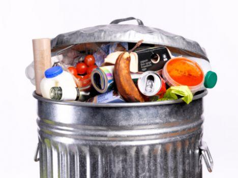 Çöp kokusu  Çöp kutunuzun içine bir miktar karbonat ya da kabartma tozu dökerseniz, etrafa yaydığı kötü kokuyu önlemiş olursunuz