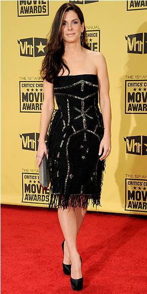Sandra Bullock Alberta Ferretti elbisesiyle.