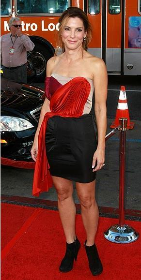 Sandra Bullock'un bu straples elbisesi Lanvin.