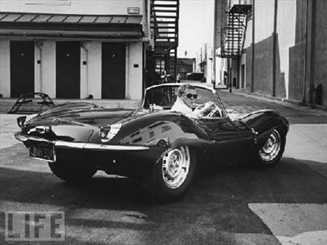 Jaguar XKSS arabasıyla Los Angeles'in tozunu attıran McQueen