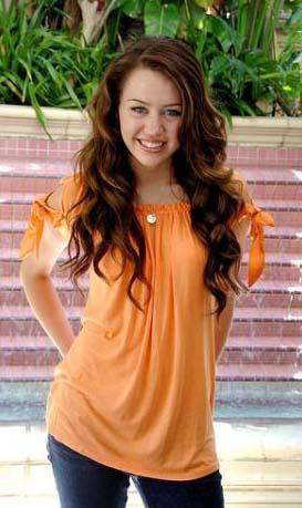 Hannah Montana adlı TV şovuyla ünlenen Cyrus, birbiri ardına yaşına hiç de yakışmayacak skandallara karışınca genç yıldızın bekareti de merak konusu oldu.