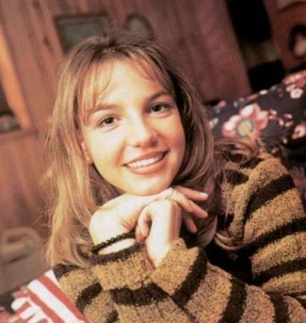 BRITNEY'İNKİ REKLAM İÇİN  Britney Spears da şöhret basamaklarını hızla tırmanırken şarkıları kadar özel hayatıyla özellikle de bekaretiyle gündeme gelmeyi tercih etmişti.