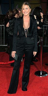 Jennifer Aniston'ın smokini Burberry