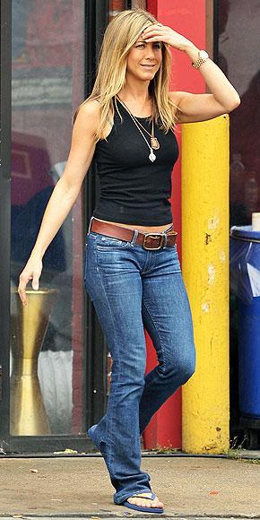 Aniston günlük hayatında kot pantolondan vazgeçemiyor.