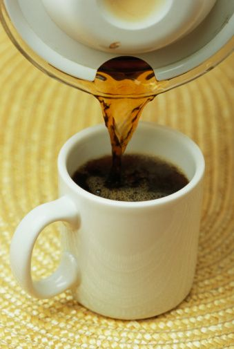 Cezvedeki lekeler  Cezvenizdeki kahve lekelerini tuzla ovarsanız, hemen çıkarlar.
