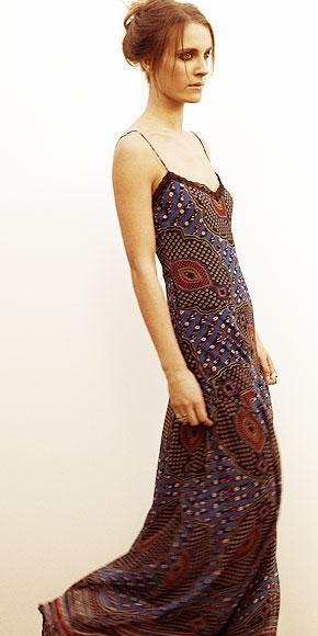 Winter Kate Nicole Richie tarafından kolay ve rahat olarak tanımlanan bu koleksiyonda bol ve sade görünümlü bluzlar, püsküllü yelekler ve uzun ipek elbiseler var. Richie giymeyi sevdiği şeyleri tasarlamış anlaşılan…