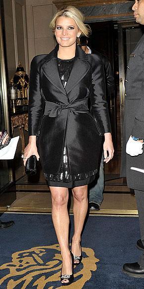 Jessica Simpson Country müziğin en popüler isimlerinden biri olan Jessica Simpson da artık bir modacı. Aynı zamanda hem seksi, hem şirin, hem de feminen iç çamaşırları tasarladığı bir iç çamaşırı koleksiyonu var.
