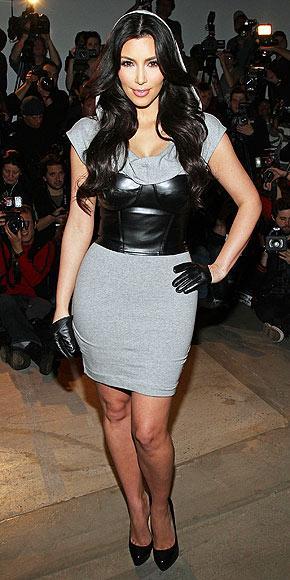 Kardashian kardeşler Reality Show yıldızları ve Amerika'nın son zamanlardaki göz bebeği üç kız kardeş, BEBE için seksi ve feminen bir koleksiyon hazırladı.