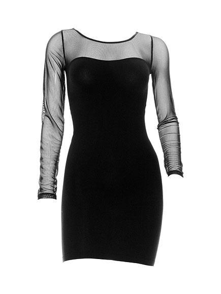 Kardashians by BEBE Gece elbiseleri, seksi gündelik elbiseler ve daha birçok feminen giysi... Moda konusunda da yetenekli ve iyi birer trend takipçisi olduklarının en önemli kanıtı.