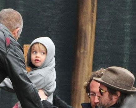 Angelina Jolie'nin kızının giyim ve isim konusudaki davranışlarını destekleniği de söyleniyor.