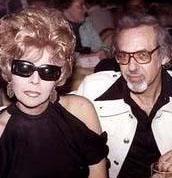 Aşkları bir belgesele de konu olan Linda ve Burt Pugach hala evliler... Şaşırtıcı belki ama Burt, sevgilisini kendi elleriyle kapattığı o karanlık zindanda hiç yalnız bırakmıyor.