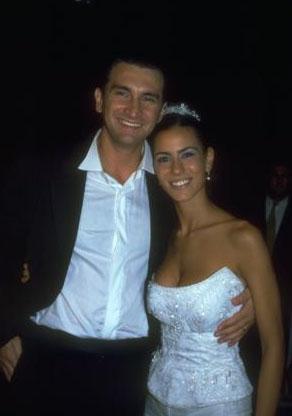 Daha önce Bülent Helvacıoğlu ile bir evlilik yapan Zeynep Tokuş mutluluğu bulamayınca eşinden boşandı.